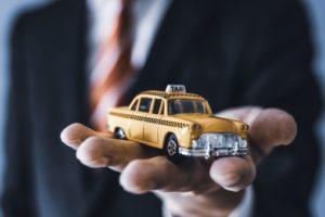 免許がなくてもタクシー会社で働くことは可能?