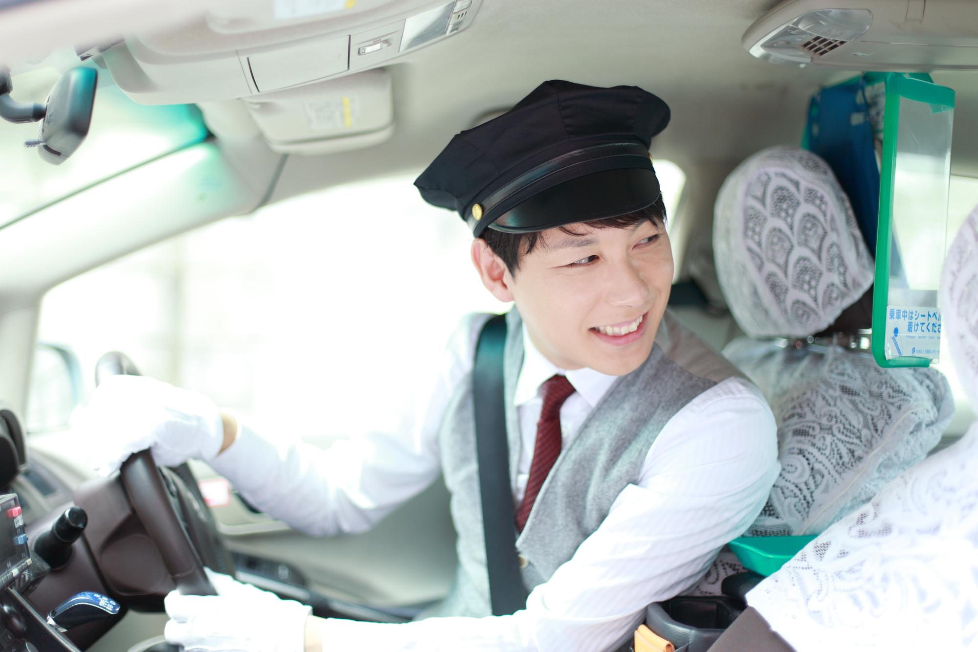 最近、若いタクシー運転手が増えている理由とは?