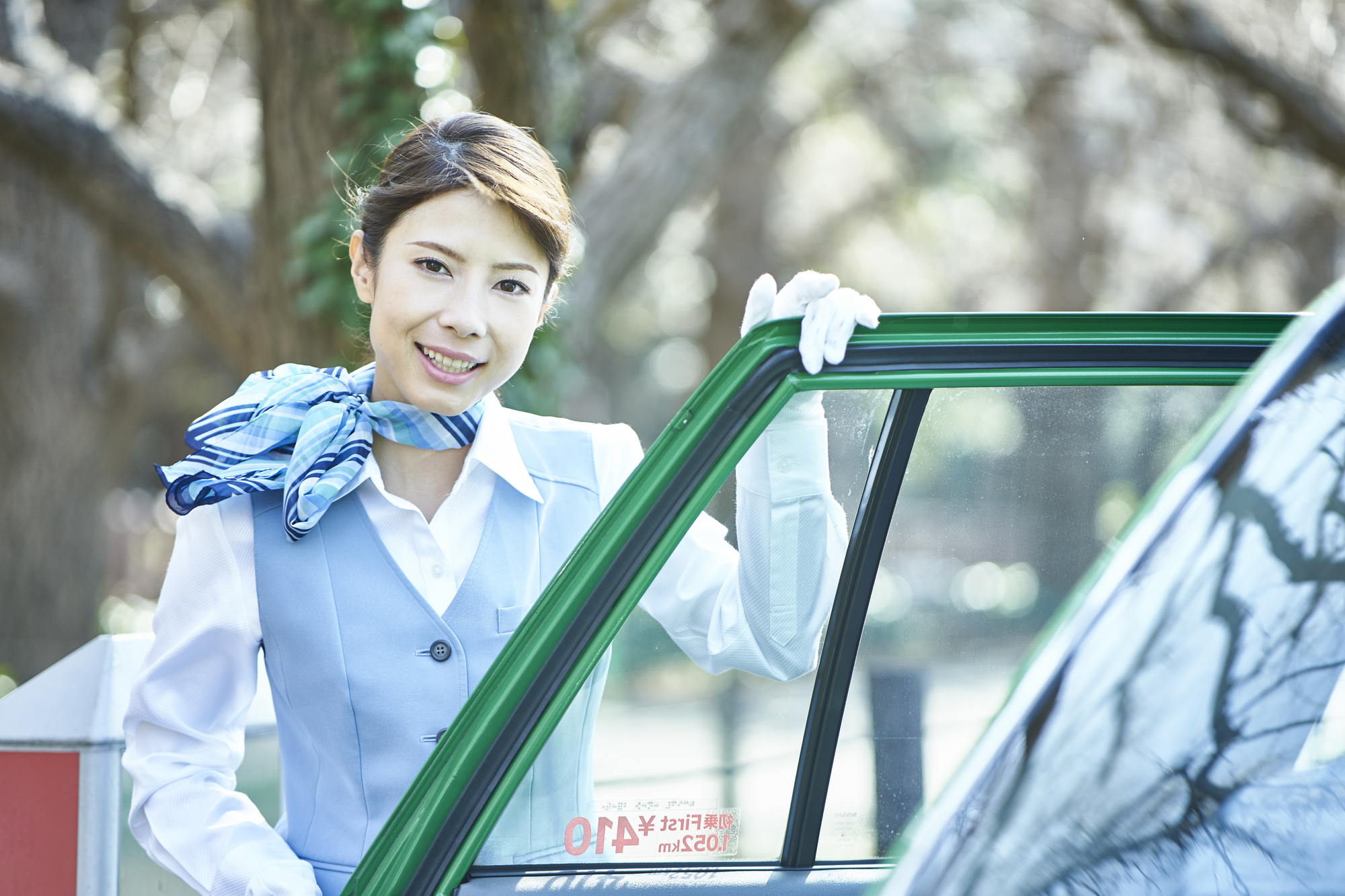 "<span class=""title"">女性のタクシー運転手が増えている理由とは?</span>"